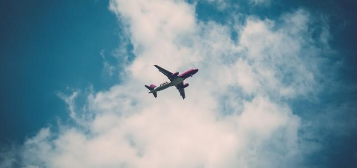 hoog vliegend vliegtuig