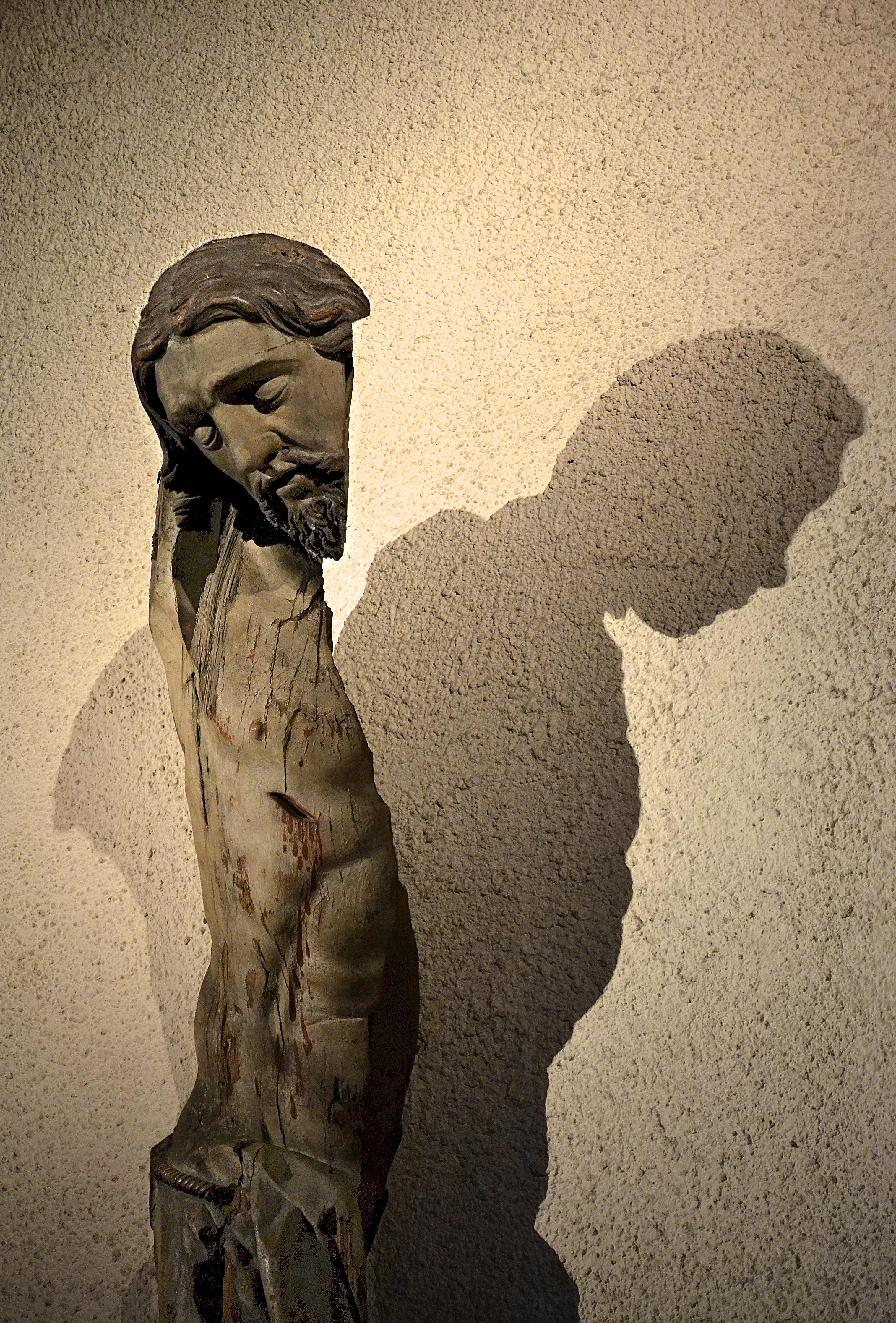 Split Christ born again in the shadow.